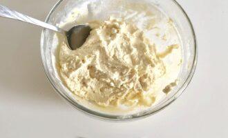 Шаг 5: Вымешивайте тесто ложкой до однородной консистенции