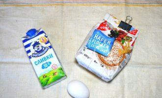 Шаг 1: Подготовьте овсяные хлопья, молоко и яйцо.