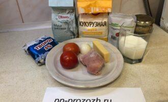 Шаг 1: Подготовьте продукты: муку, яйцо, молоко, помидоры, лук, сыр, томатную пасту, горчицу и творог.