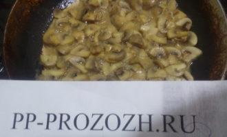 Шаг 6: Обжарьте на сковороде минут 20, добавив одну столовую ложку оливкового масла.