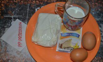 Шаг 1: Подготовьте ингредиенты: творог, яйца, молоко, ванилин.