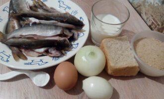 Шаг 1: Подготовьте необходимые продукты. Если возьмете готовое рыбное филе, значительно сократите время приготовления.