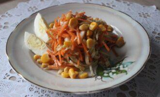 Салат из китайской капусты с морковью и кукурузой