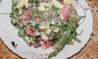 Фруктовый пп салат с яблоком, бананом и рукколой