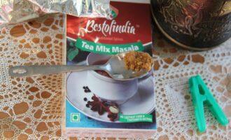 Шаг 4: Немного смеси индийских приправ Масала. В состав Масалы входят: гвоздика, кардамон, имбирь, кумин, черный перец, тмин, кориандр, асафетида.