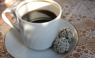 ПП конфеты из черного кунжута, семян льна и изюма