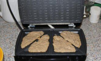 Шаг 10: Готовьте 7 минут в мультипекаре или 7-15 минут в духовке при 180 градусах.