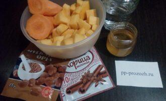 Шаг 1: Подготовьте продукты для десертного супа: тыкву, морковь, воду, мёд, корицу и мускатный орех.