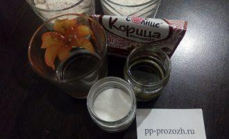Шаг 1: Подготовьте продукты для печенья: муку овсяную и пшеничную, воду, оливковое масло, соль, сахарозаменитель и добавки по желанию.