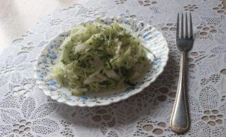 ПП салат из белокочанной капусты со свежим огурцом и репчатым луком