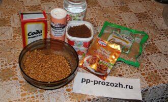 Шаг 1: Замочите пшеницу на ночь в воде. Подготовьте ингредиенты.