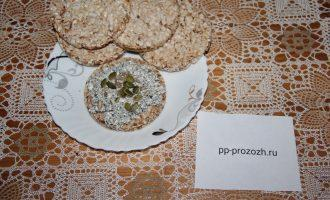 Шаг 7: Вкусный завтрак готов. Для шарма и пользы посыпьте тыквенными семечками. Приятного аппетита!