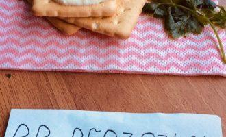 Шаг 7: Подавайте к столу с помидорами черри посыпав зеленью.
