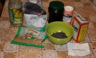 Шаг 1: Подготовьте ингредиенты: муку, мак, варенье, соду, масло.