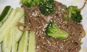 ПП спагетти из гречневой муки с брокколи и соевым соусом