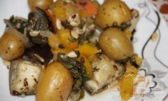 Запеченный беби-картофель с овощами ПП