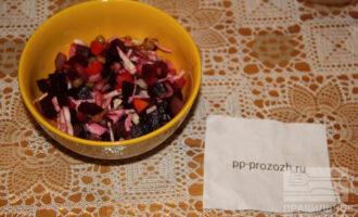 Шаг 9: Перемешайте овощи с нерафинированным подсолнечным маслом. Винегрет готов!