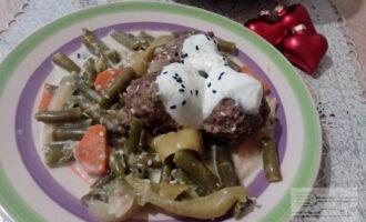 ПП фрикадельки из говядины в сливочном соусе с овощами
