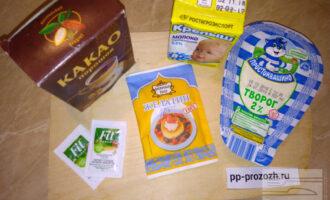 Шаг 1: Подготовьте продукты: творог, молоко, какао-порошок, желатин, по желанию можно добавить подсластитель или ложку меда.