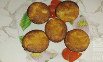 Шаг 8: Готовые кексы достаньте из формочек, когда они немного остынут.