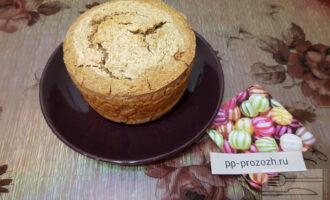 Шаг 8: По завершении времени выпечки, достаньте получившийся хлеб из духовки.