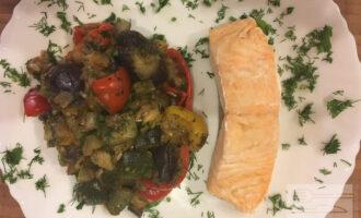 ПП лосось на пару с тушеными овощами