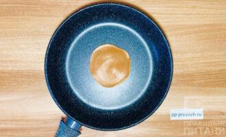 Шаг 6: Обжарьте панкейки с обеих сторон до золотистой корочки.