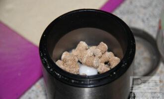 Шаг 3: Измельчите отруби в кофемолке.