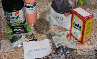 Шаг 1: Подготовьте ингредиенты: муку, рассол, соду, кокосовое масло, кориандр.
