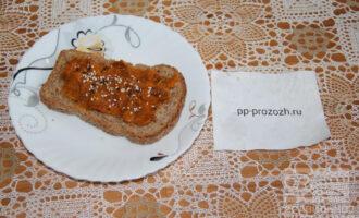 Шаг 5: Намажьте, полученную смесь на хлеб. Приятного аппетита!