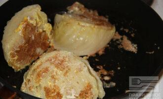 Шаг 5: Жарьте на кокосовом масле до румяной корочки 15 минут.