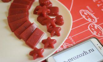 Шаг 5: Разлейте массу по формочкам и дайте застыть. Застывает десерт около 30 минут.