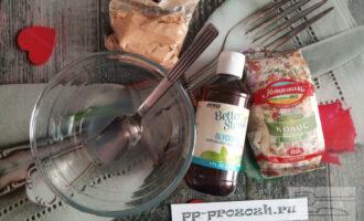 Шаг 2: Растопите кокосовое масло на водяной бане.