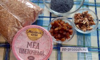 Шаг 1: Подготовьте все ингредиенты: крупу пшеничную, мак, мед, орехи, изюм.
