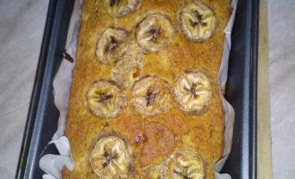 Шаг 11: Готовый хлеб достаньте из духовки и дайте немного остыть, а только затем вынимайте из формы.