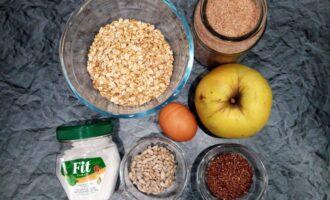Шаг 1: Подготовьте ингредиенты: овсяные хлопья, отруби, семечки, яблоко, яйцо и сахарозаменитель.