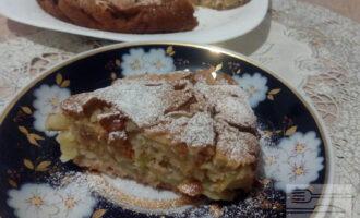 Шаг 7: Переложите пирог на блюдо и посыпьте пудрой из тростникового сахара или корицей.
