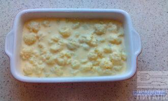 Шаг 7: Смешайте блендером 2 яйца, молоко, тертый сыр и залейте смесью цветную капусту. Выпекайте блюдо в разогретой до 200 градусов духовке 40 минут.