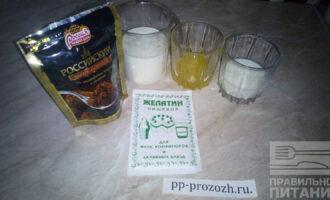 Шаг 1: Подготовьте ингредиенты: молоко, какао, мед, ряженку и желатин.