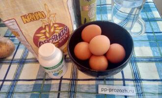 Шаг 1: Подготовьте ингредиенты: воду, яйцо, овсяную муку, стевию или мед, оливковое масло.