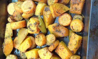 Шаг 6: Запекайте овощи 20 минут до полной готовности.