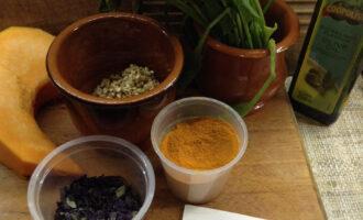 Шаг 1: Подготовьте ингредиенты. Помойте и очистите овощи, промойте гречку.