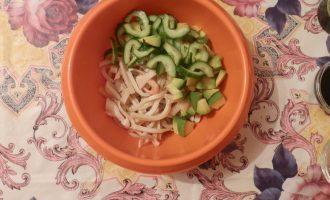 Шаг 5: Морепродукты и овощи соедините.