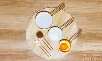 Шаг 1: Подготовьте следующие ингредиенты: кефир, рисовую муку, яйцо, подсластитель, разрыхлитель.
