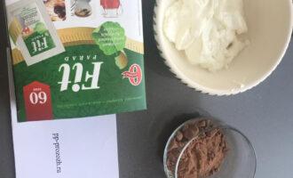 Шаг 1: Подготовьте ингредиенты: обезжиренный творог (мягкий), какао-порошок, сахарозаменитель.