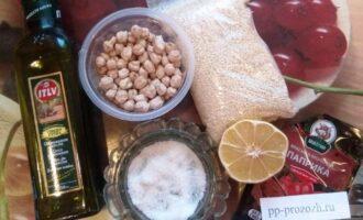 Шаг 1: Подготовьте ингредиенты: нут, пасту Тахини или кунжутное семя, авокадо, лимонный сок, оливковое масло, паприку и прованские травы.