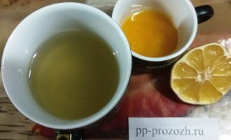 Шаг 4: Кисель не имеет яркого вкуса и  для улучшения напитка добавьте сок лимона и мед.
