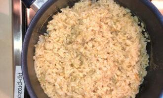 Шаг 2: Поставьте вариться рис. Предварительно его лучше замочить на ночь.