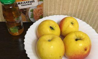 Шаг 1: Подготовьте продукты: яблоки, яблочный сок, желатин.
