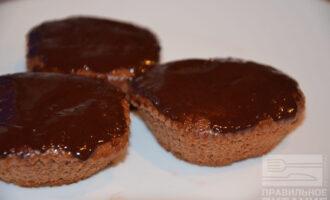 Шоколадные маффины с бананом